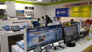 中華電信のキャリアショップ店内。とても親切な店員さんが対応してくれました。